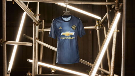 Manchester United adopts a policy of using sustainable uniforms
